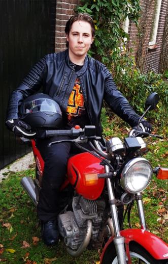 Foto van Jannick op een motor